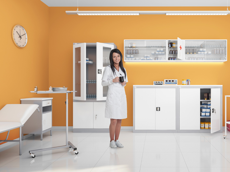Szafki-medyczne-SZ-oraz-stoliki-do-instrumentowania-STL-1